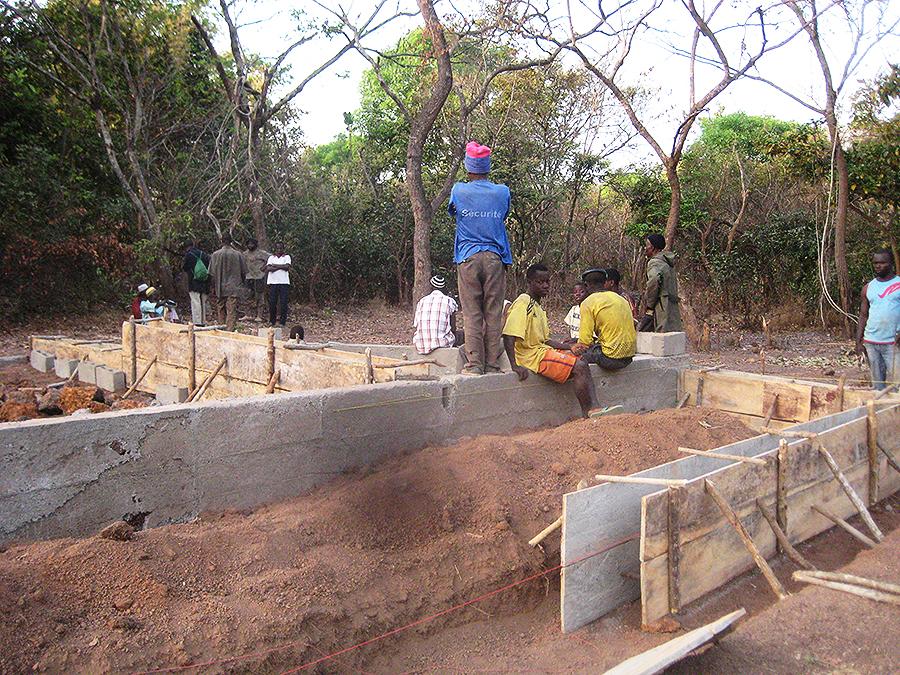 Les fondations de la future école,un cadeau aux enfants du village! Photo © CCC/M. Laurans