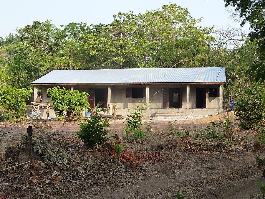 L'école de Sambouya est un beau bâtiment! Photo M Laurans